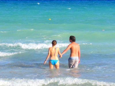 couple vacationing in the Riviera Maya